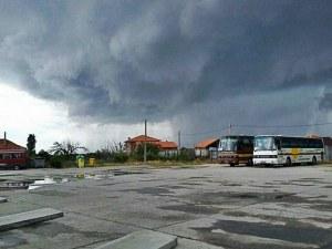 Силна буря с градушка връхлетя Кричим