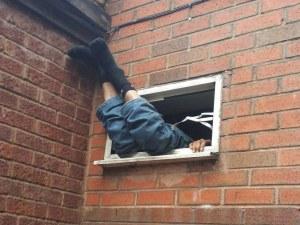 Окрадоха апартамента на пловдивчанин през банята