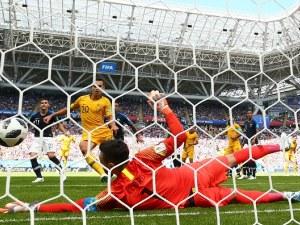 Слаба Франция тръгна с измъчена победа в исторически мач