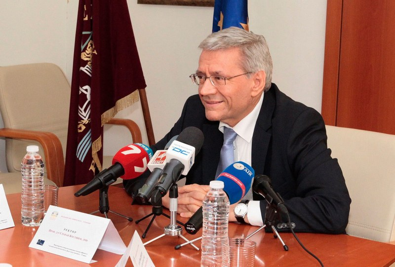Двама ректори представят център за персонализирана медицина в Пловдив