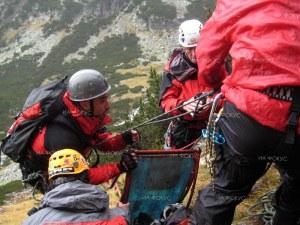 Жена си счупи крака в планината! Планински спасители от Карлово я свалиха