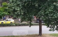 Бус удари такси отзад на пешеходна пътека в Пловдив, клиентката си тръгна СНИМКИ