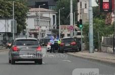 Полиция обгради ауди на тротоара до Автогара юг! СНИМКИ