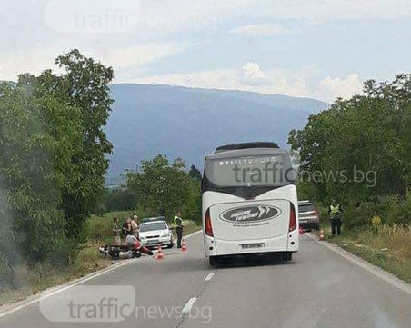 Французин и съпругата му са в болница след мелето между кола и мотор край Пловдив СНИМКА