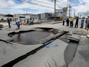 Силен трус в Япония! Над 200 души са ранени, а трима са загинали СНИМКИ