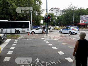 Жената, пометена от кола в Кючука: Колата мина на червено, изобщо не спря СНИМКИ и ВИДЕО