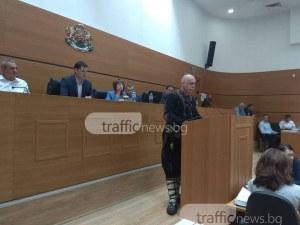 Въоръжени до зъби хайдути нахлуха в Общинския съвет в Пловдив СНИМКИ
