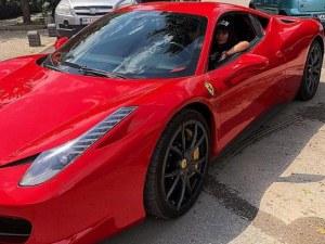 Едно ферари с цвят червен - новото попълнение в гаража на Преслава