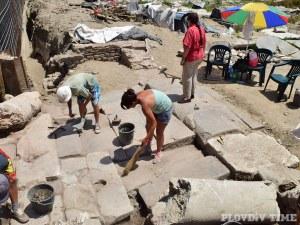 Пловдивски археолози откриха главната порта откъм късноантичната сграда Ирини СНИМКИ