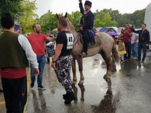 Младежът, който отиде на бала с кон, отваря собствено ранчо край Пловдив СНИМКИ и ВИДЕО
