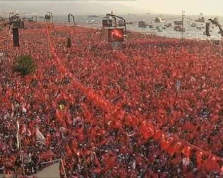 Милионен митинг в Измир срещу Ердоган, в Истанбул се готви по-голям