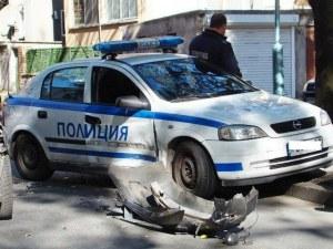 КАТ поиска да ги глоби, те изпотрошиха патрулката с парчета асфалт