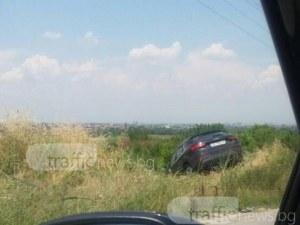 Тежка катастрофа до Пловдив! Ауди полетя в канавката СНИМКА