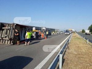 Тир се обърна на АМ Тракия край Пловдив! Движението е затруднено