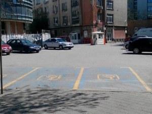 """Частна """"Синя зона"""" задържа автомобил за 4 дни"""