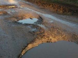 Жители на крайдунавски села сами си ремонтират пътя