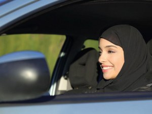 Историческо! Жени зад волана в Саудитска Арабия от днес