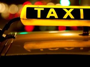 Млада дама нападна таксиметров шофьор