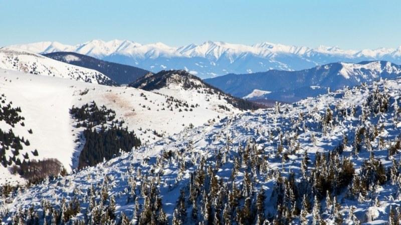 Зимата се завърна! Сняг заваля в Румъния ВИДЕО