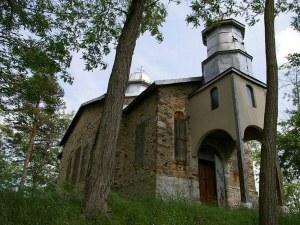Вековна църква се нуждае от спешен ремонт! Пред срутване са камбанарията и купола й СНИМКИ