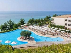 Хотелите в Халкидики напомпаха цените двойно