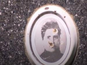 Възмутително: поругаха гроба на съпругата на Христо Ботев