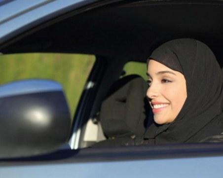 Консервативни мъже запалиха колата на саудитска шофьорка