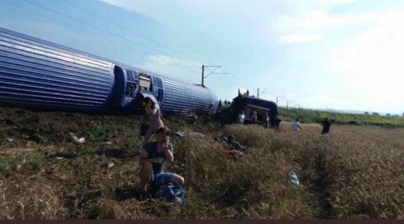 10 са жертвите при влаковата катастрофа в Турция СНИМКИ