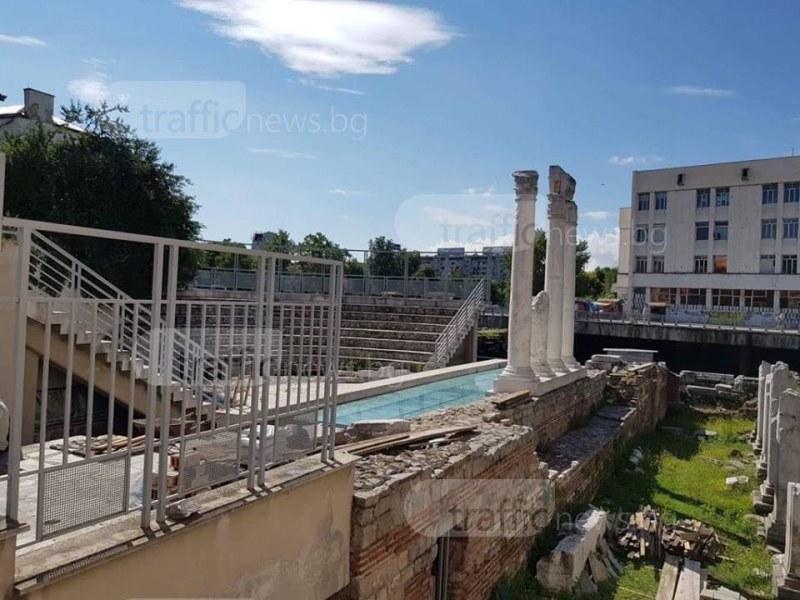 Противоударно стъкло пази Одеона в Пловдив СНИМКИ