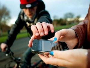 Деца спретнаха хайка на крадец на мобилен телефон