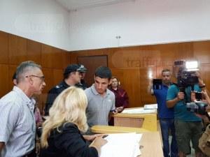 Молдовка заковала пред полицията двамата бандити, взривили банкомата В Тракия