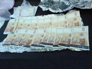 Задържаха 34-годишен мъж, минути след като получил пари от извършена измама по телефона СНИМКИ