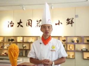 Китайски готвач направи Световната купа от... тиква ВИДЕО