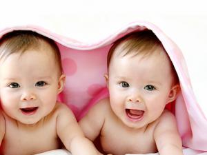 21-годишна британка отиде до тоалетната и роди близнаци