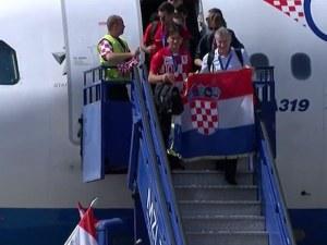 Изтребители посрещнаха самолета на Хърватия, 80 000 чакаха героите в Загреб ВИДЕО