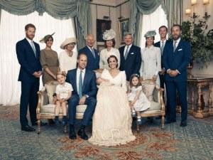 Кралското семейство се събра за кръщенето на 11-месечния принц Луи СНИМКИ