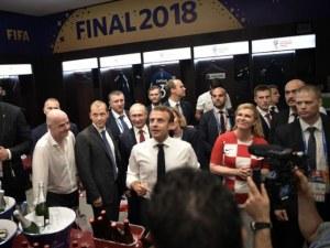 Макрон, Путин и Колинда Грабар-Китарович празнуваха в съблекалнята на шампионите ВИДЕО