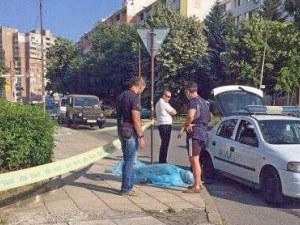 Откриха труп на мъж до спортна зала в Бургас