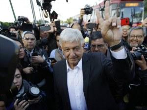 Президентът на Мексико си намали заплатата на половина