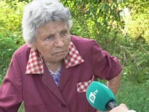 Три деца пребиха и ограбиха възрастна жена