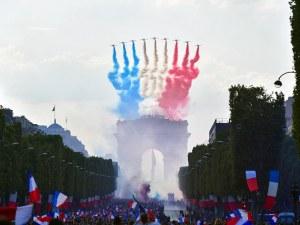 500 000 посрещнаха световните шампиони, изтребители полетяха от Трумфалната арка ВИДЕО