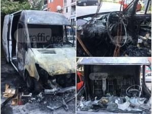 Бус изгоря като факла в Пловдив! Подозират неуредени търговски сметки ВИДЕО и СНИМКИ