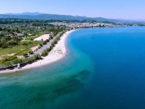 Популярни плажове в Гърция бъкани с фекалии и мръсотия
