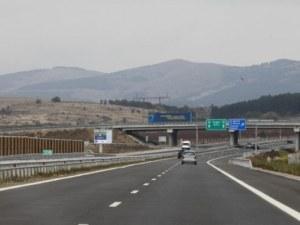 Тежка катастрофа на АМ Струма! Кола се преобърна в канавка, грък загина намясто