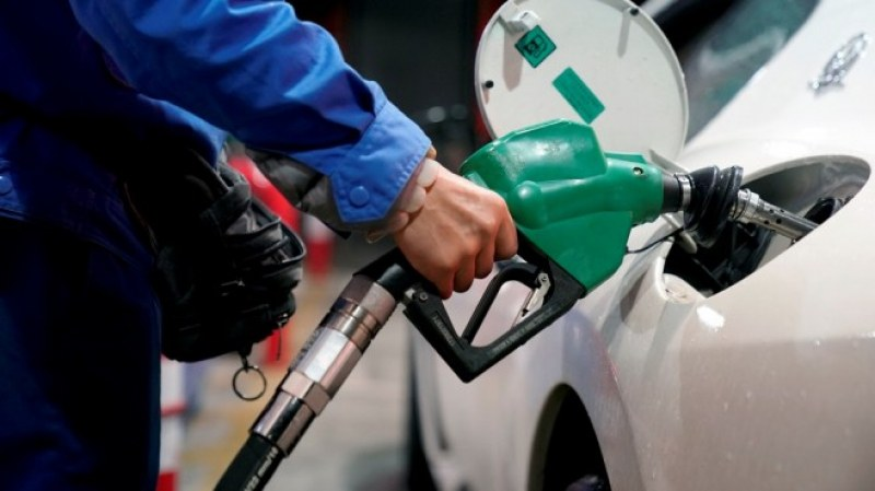 Няма места в Гърция до октомври! Бензинът на островите скочи до 2 евро, туристите се бунтуват