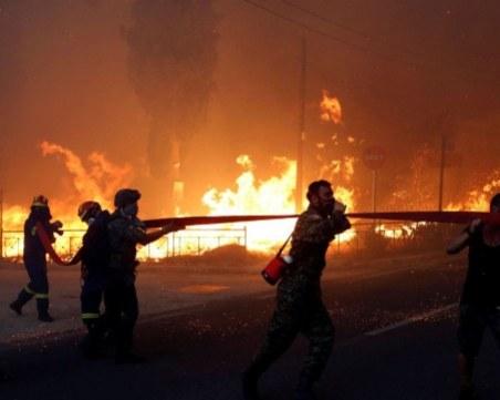 Българин в Гърция: Бяхме в огнен капан, пътищата са затворени ВИДЕО