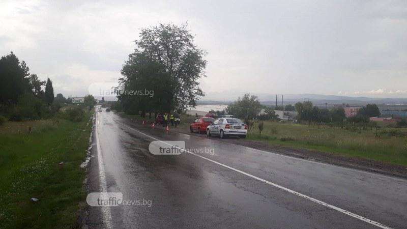 Млада жена загина в Пловдивско, след като мерцедес се заби в дърво СНИМКИ+ВИДЕО