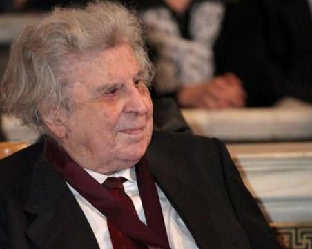 Приеха великия Микис Теодоракис в болница след инфаркт ВИДЕО