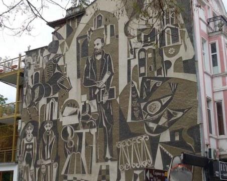 Тригодишна сага със собствеността руши сграфито на Георги Божилов СНИМКИ