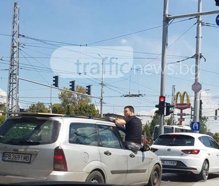 Дръж товара да не падне! Ей така се прави в Пловдив, тадаже и с усмивка СНИМКИ